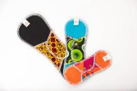 kit Découverte serviettes lavables Apiafrique comprenant un protège slip, une serviette jour et une serviette nuit