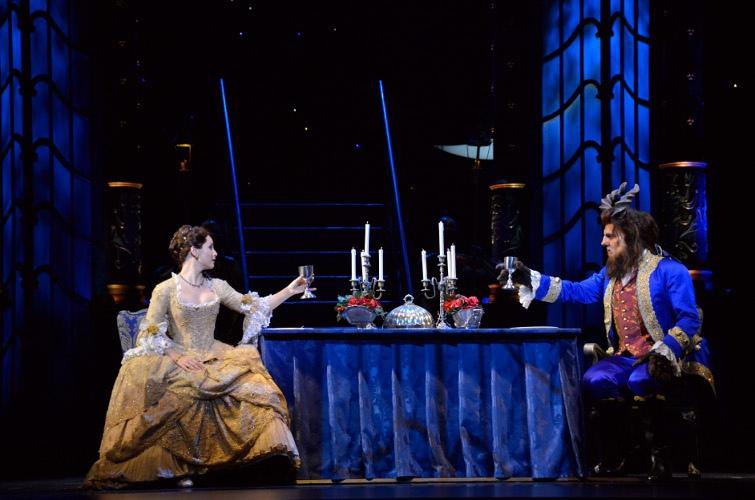 La-Belle-et-la-Bete-le-Musical-de-Broadway-a-Mogador_portrait_w858
