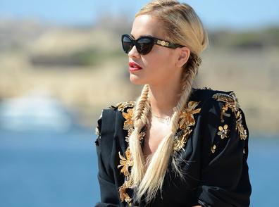 Rita-Ora-Sa-superbe-coiffure-tressee-en-epi-pour-le-concert-MTV_exact396x294_l