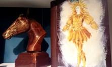 Livre avec comme 1ère de couverture l'illustration du Roi Soleil peinte avec un mélange de pigments naturels et de beurre de cacao.