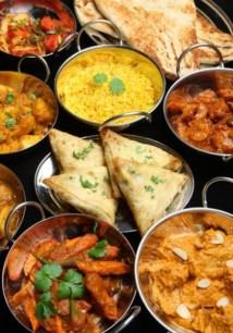 Maharaja http://http//www.maharaja.fr/ Un gros coup de cœur cet été pour ce petit indien le long des quais. La carte donne l'eau à la bouche, le service est très sympathique et les petits plats aux saveurs et aux couleurs exotiques son mijotés avec soin par la maison. Difficile de choisir tant les propositions son nombreuses et dépaysantes. Un voyage garanti pour Mumbai le temps d'une soirée. Adresse : 15 Quai des Bateliers