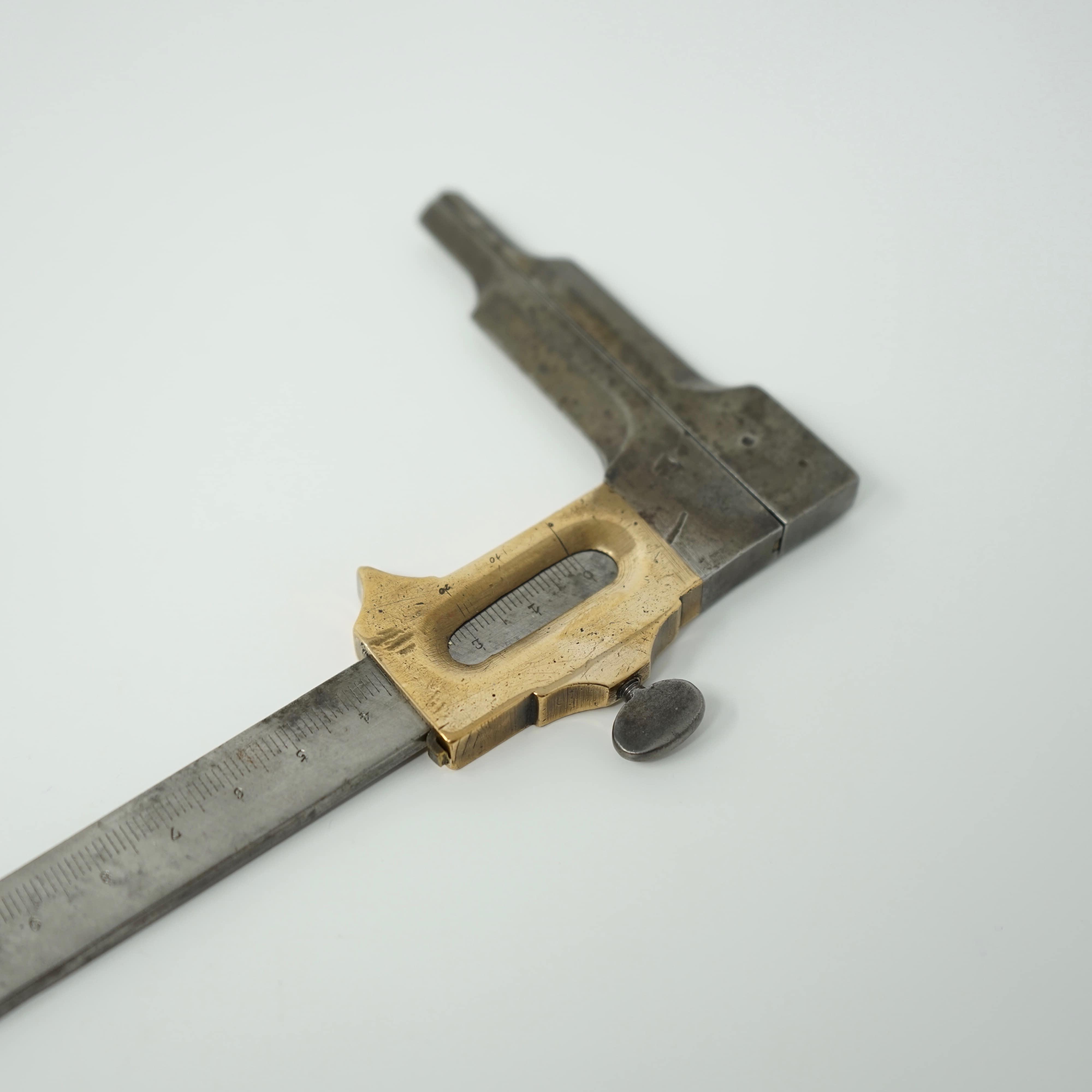 Pied à Coulisse Ancien en Acier et en Bronze