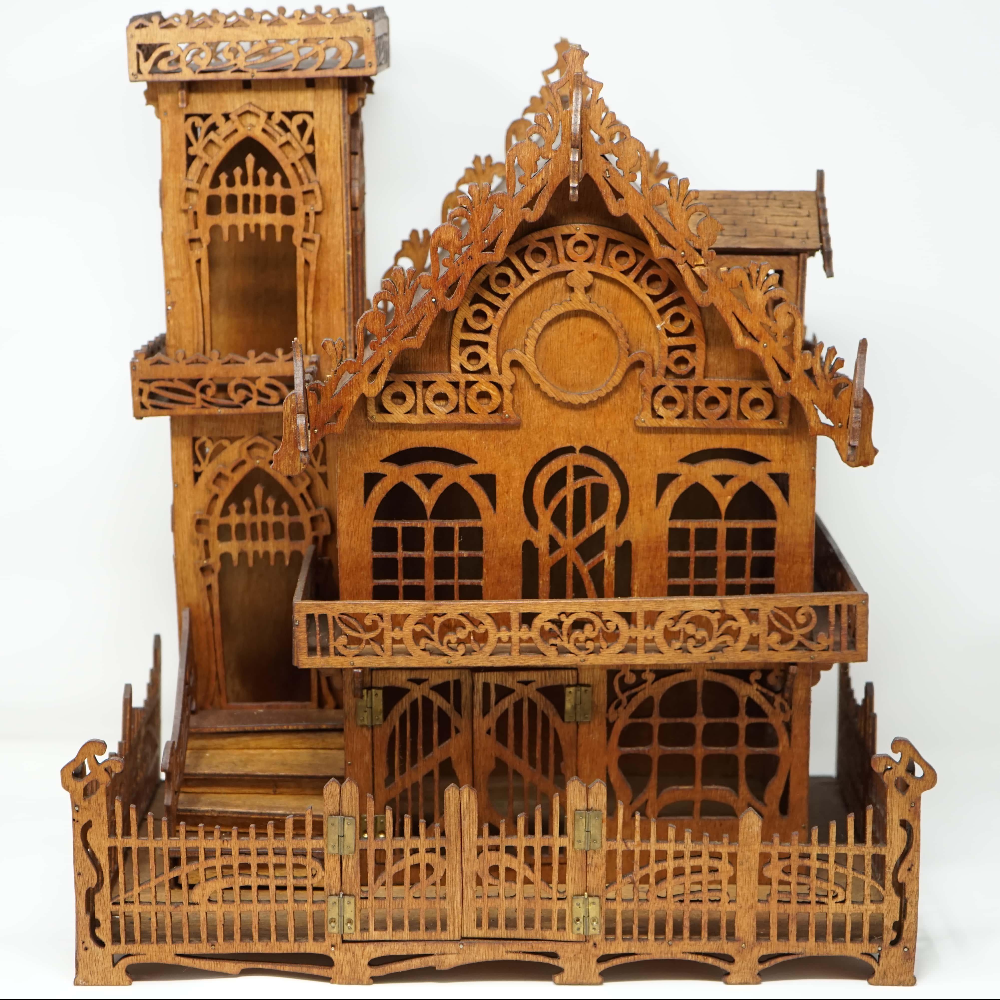 Maison Miniature en Bois devant