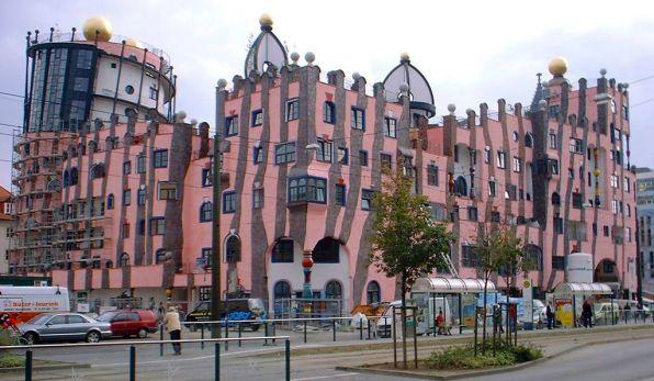 1024px-Magdeburg_Hundertwasserhaus