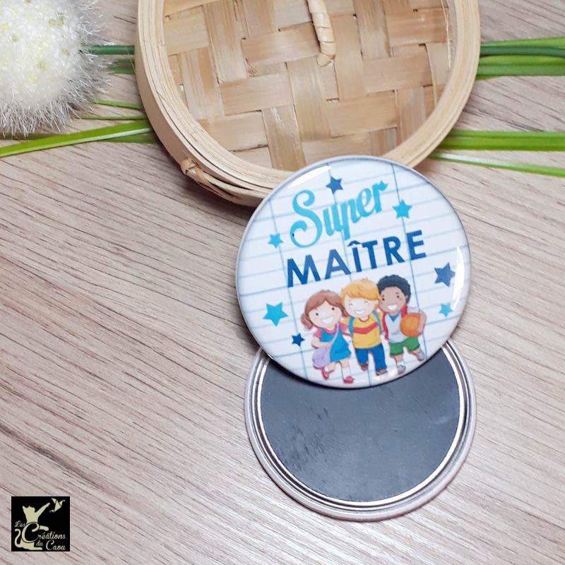 Petit cadeau pour remercier le maitre de votre enfant: magnet, miroir, porte-clés, décapsuleur, badge, marque-page.