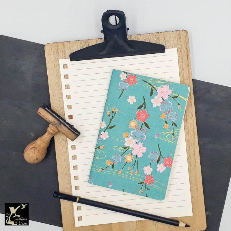 Carnet A6 - Fleurs sur fond bleu turquoise