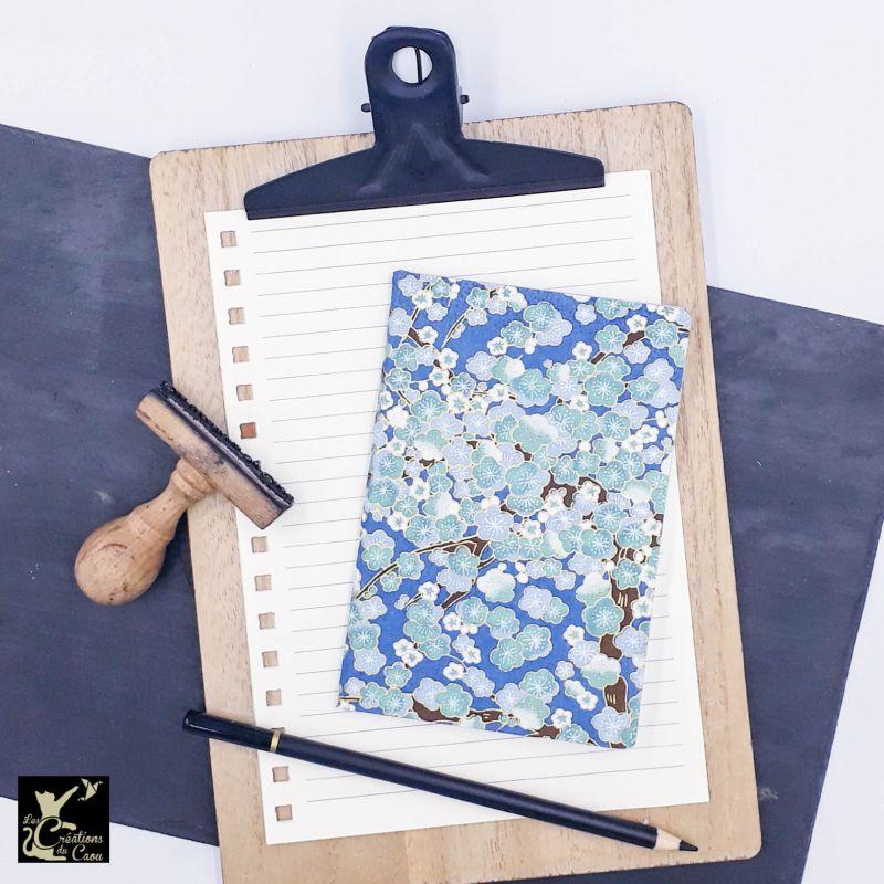 Carnet A6 - Bleu foncé - Fleurs de prunier