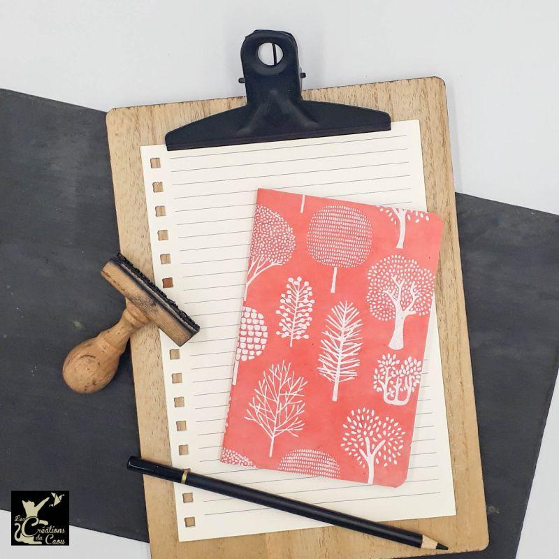 carnet A6 népalais corail arbres stylisés blancs