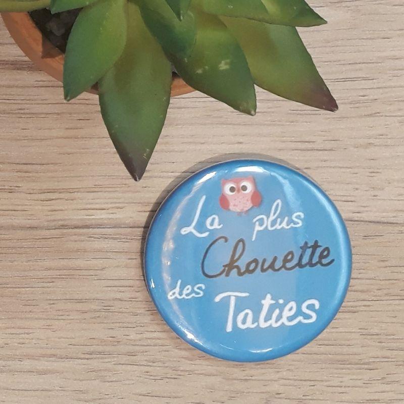 Magnet, badge réalisé à la main dans notre atelier de Lambersart (Lille) pour une tatie.