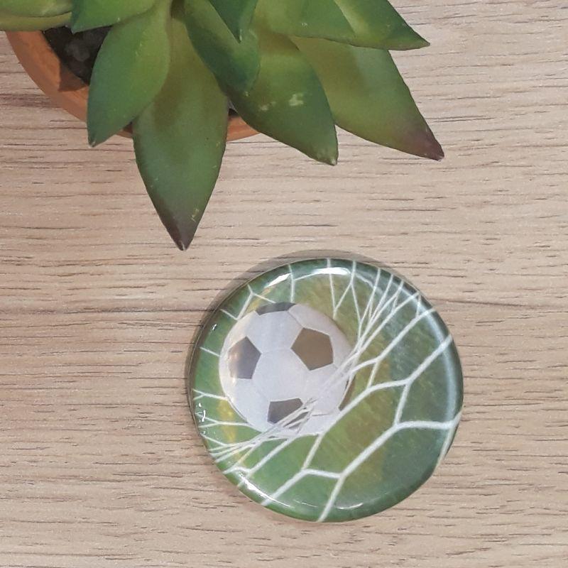 Magnet, badge réalisé à la main dans notre atelier de Lambersart (Lille) pour un sportif.