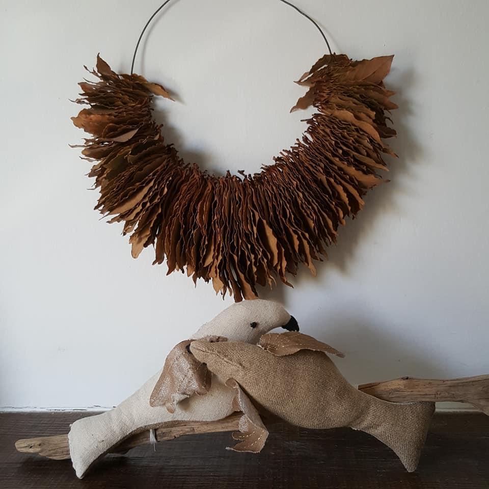 oiseaux lins et coton  sur bois flotté, oiseaux tissus, création Frédérique Petit