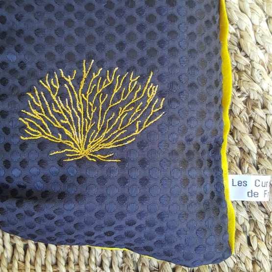 branche de corail jaune, design Fred Petit, coussin noir et jaune