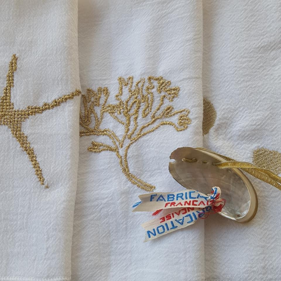 détail broderies petites serviettes de fête, créations textiles, Fred Petit.