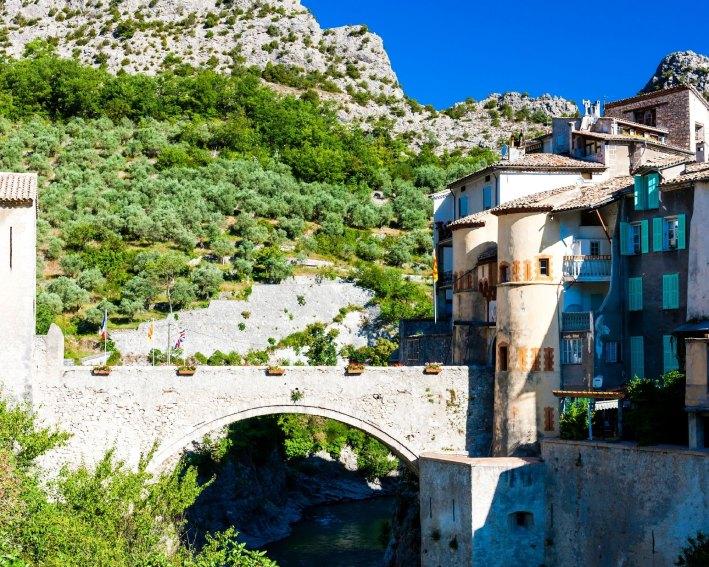 Faire du tourisme à Entrevaux, belle ville touristiques des Alpes de Haute Provence