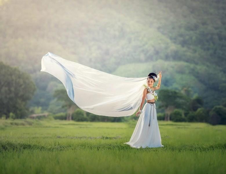 Comment faire sa robe de mariée bohème sur mesure ?