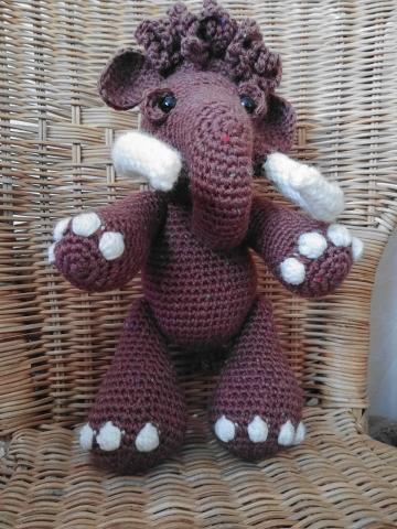 mammouth au crochet debout