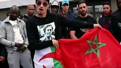 Photo de Levée du drapeau du «polisario» sur scène. Soolking boycotté par les Marocains