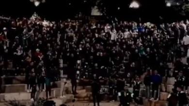 Photo de Vidéo. Quand les supporters du Raja chantent le Sahara marocain à Alger