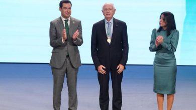 Photo de André Azoulay reçoit la Médaille d'Or 2020 de l'Andalousie