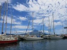 Pico au loin vue du port d'Horta