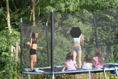 dans le trampoline