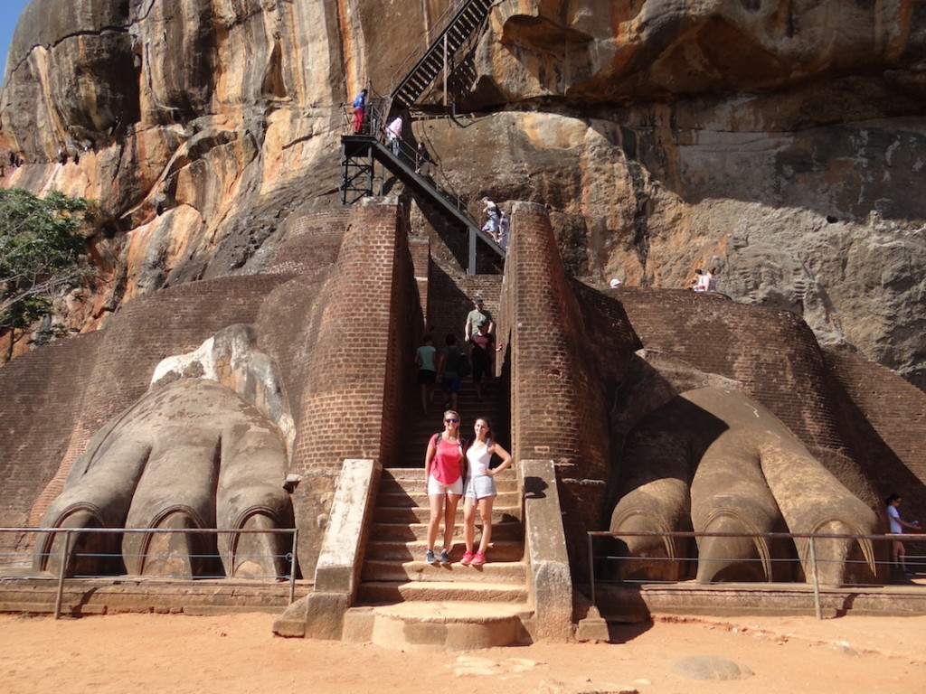 sigiriya-rocher-pattes-lion-les-exploratrices