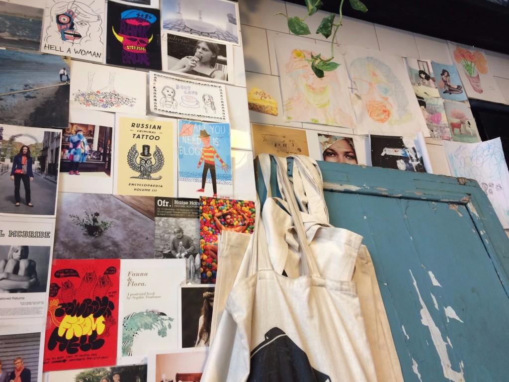 boot-cafe-paris-coffee-shop-mur