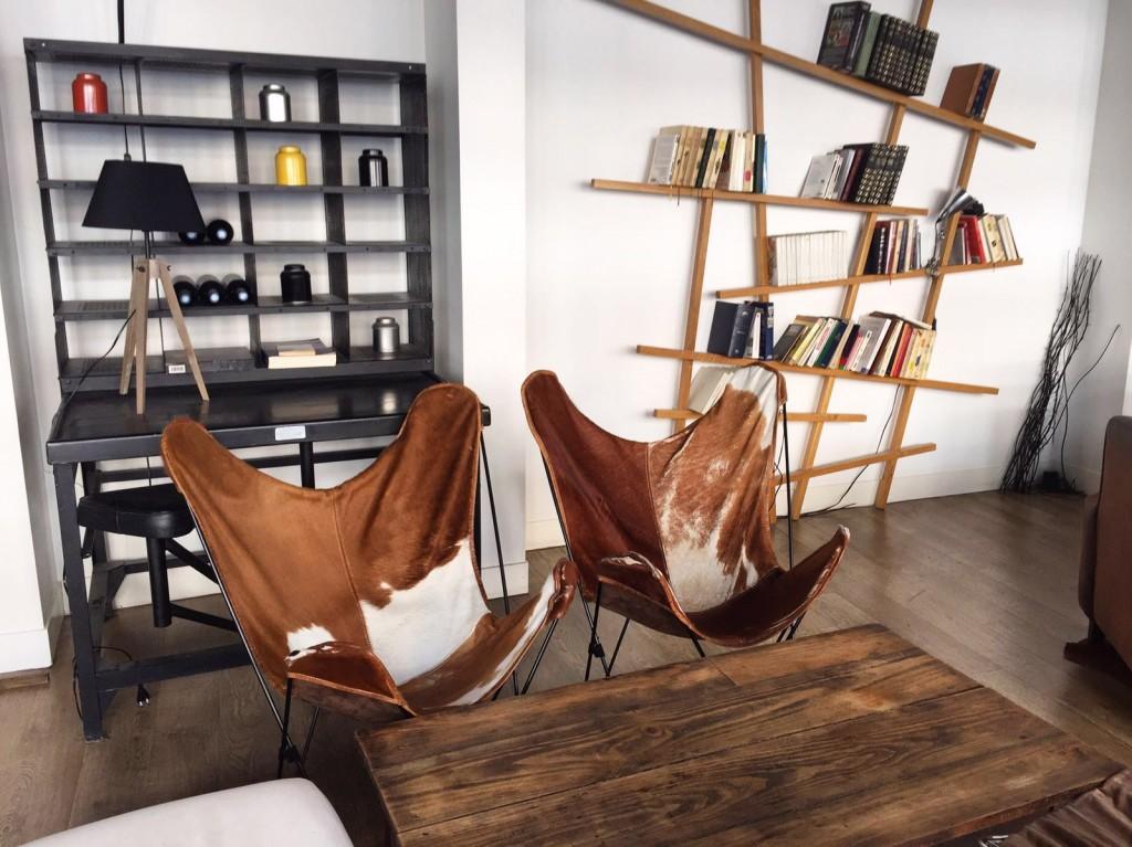 l-echappee-paris-resto-vegetalien-fauteuils-peau