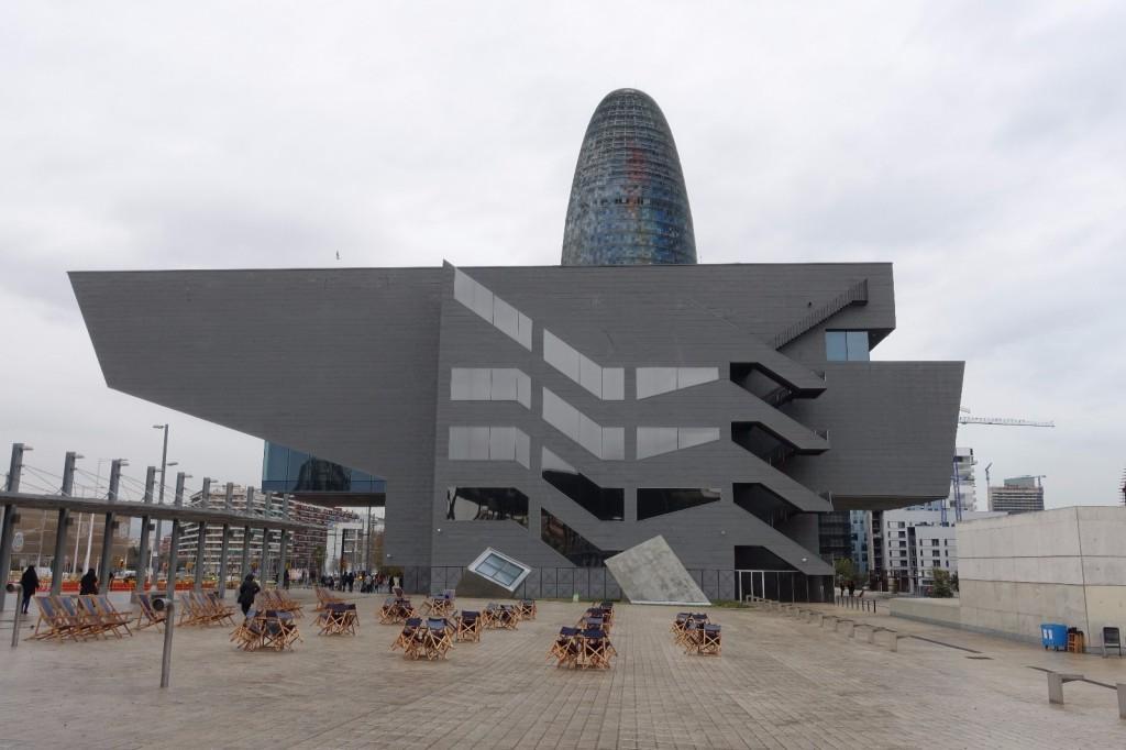 les-exploratrices-barcelone-musee-design-exterieur