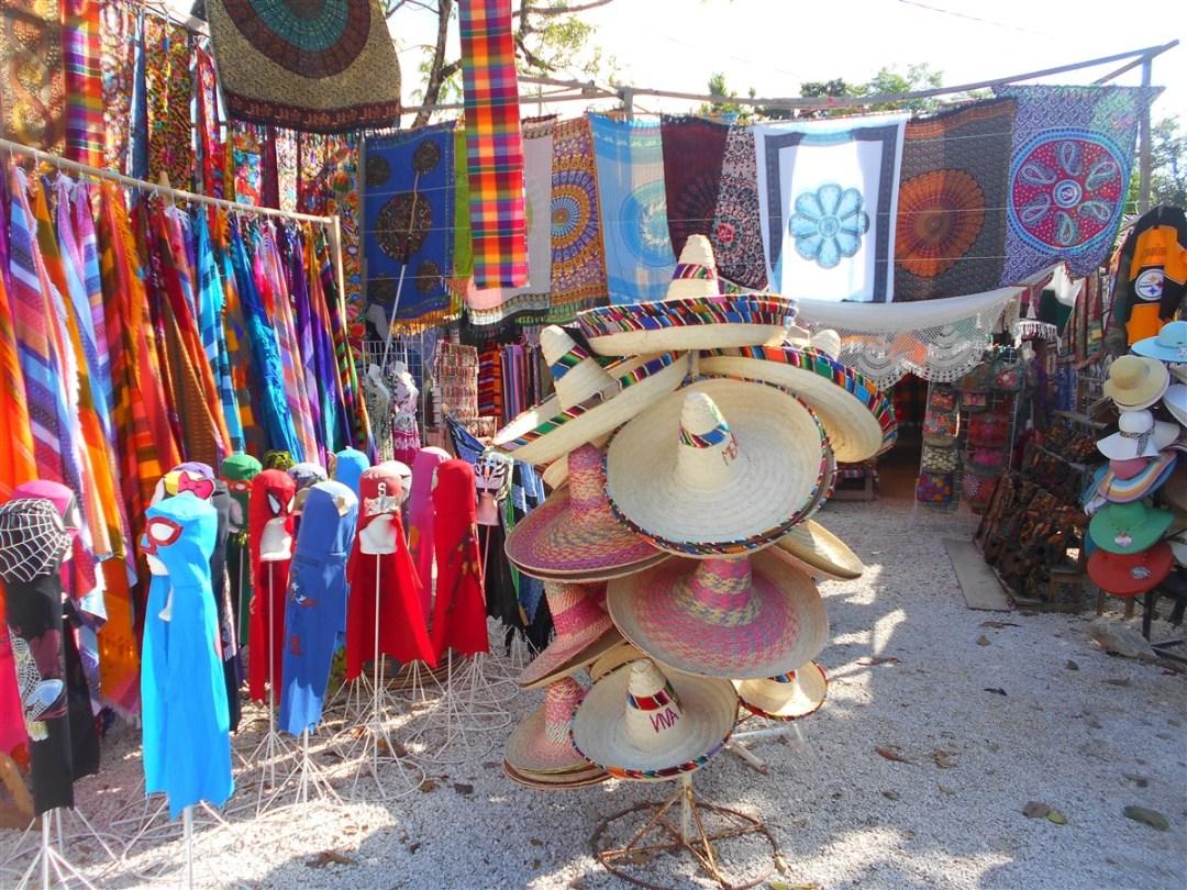 boutique-sur-le-chemin-du-site-archéologique-de-tulum