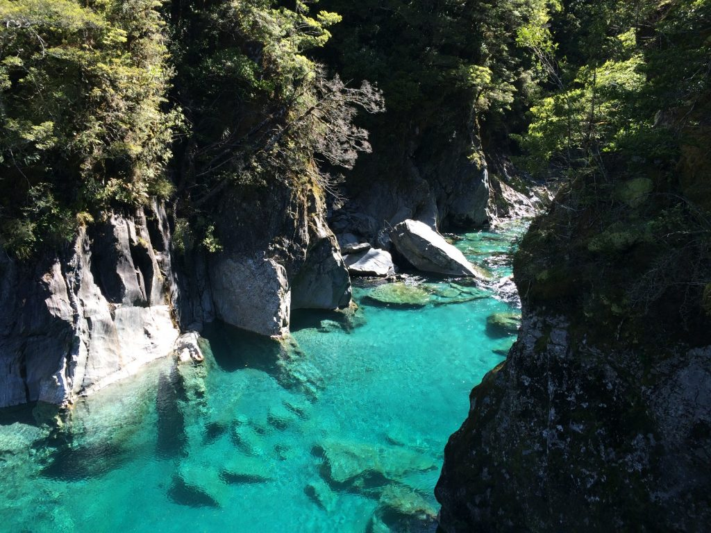 les-exploratrices-blue-pools-nz