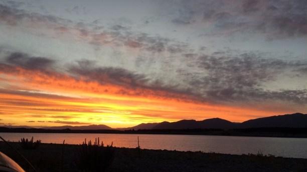 coucher de soleil sur l'île du sud de nouvelle-zélande