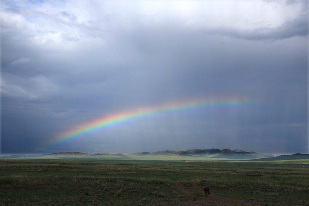 mongolie-famille-nomade-arc-en-ciel