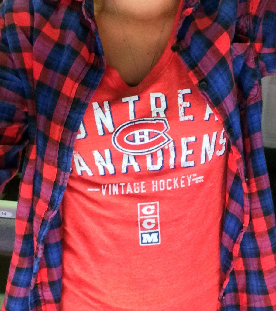canadian-style-chemise-a-carreaux-et-tshirt-de-hockey