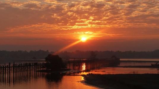 les-exploratrices-myanmar-le-pont-ubein-lever-soleil