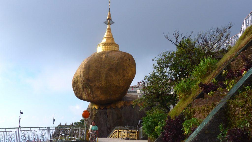 les-exploratrices-myanmar-le-rocher-dor
