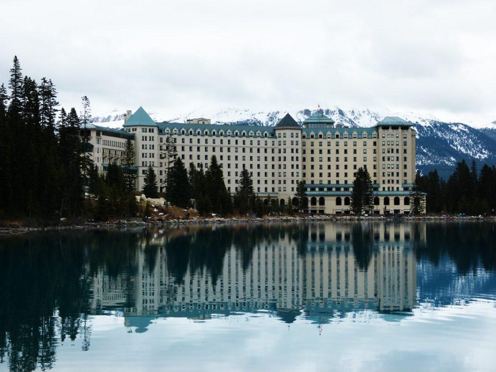 chateau-lake-louise-canada-alberta