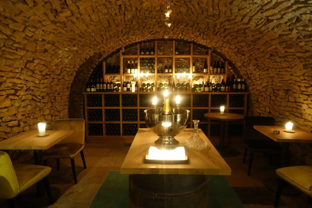 les-exploratrices-restaurant-92-bistro-lahaut-suresnes-cave-vin