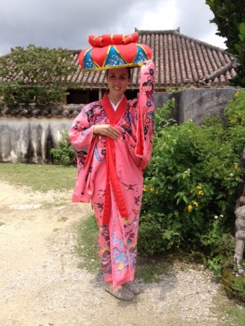 costume japonais au yaima village à ishigaki