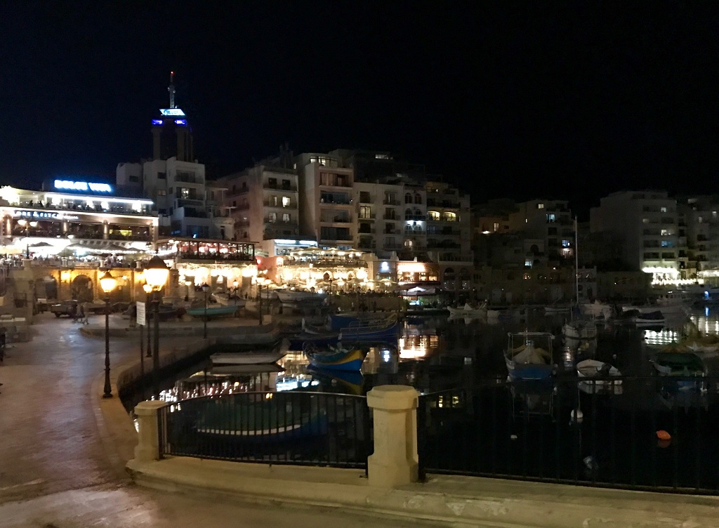 saint-julians-by-nigth-spinola-bay-les-exploratrices