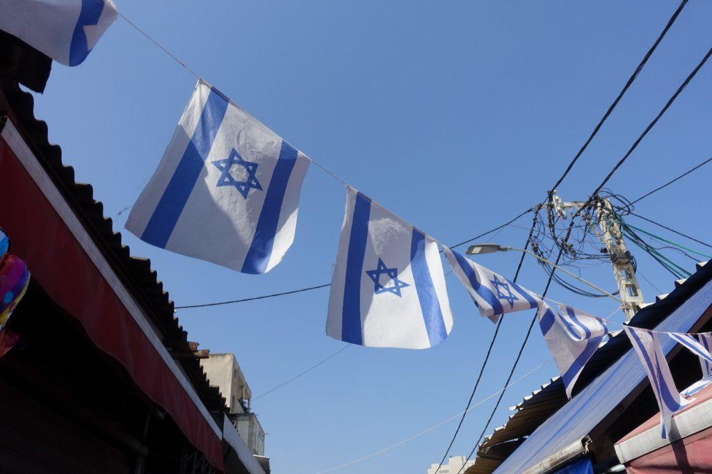 les-exploratrices-tel-aviv-israel-drapeaux