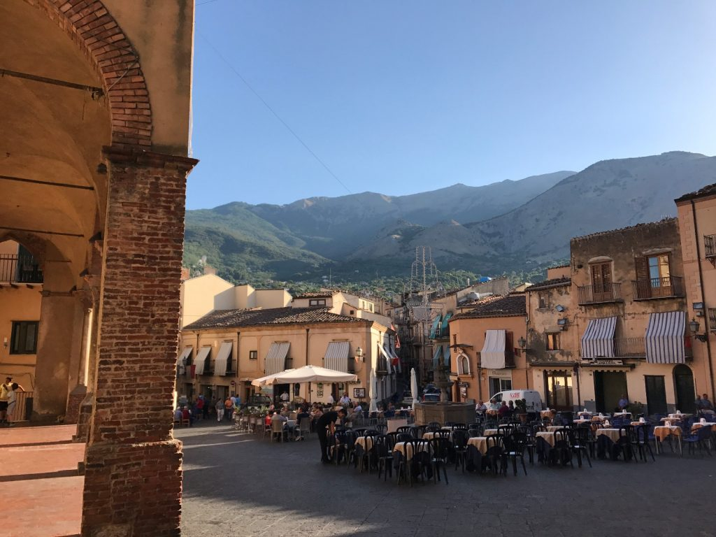 les-exploratrices-roadtrip-sicile-castelbuono-place