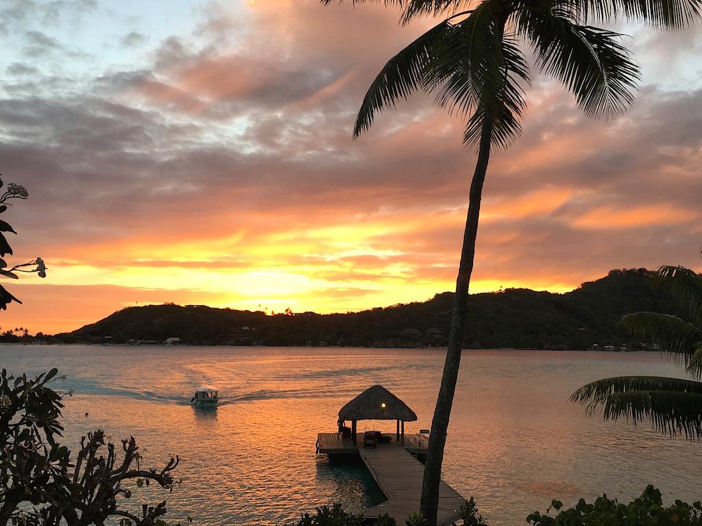bora-bora-sofitel-private-island-sunset-les-exploratrices