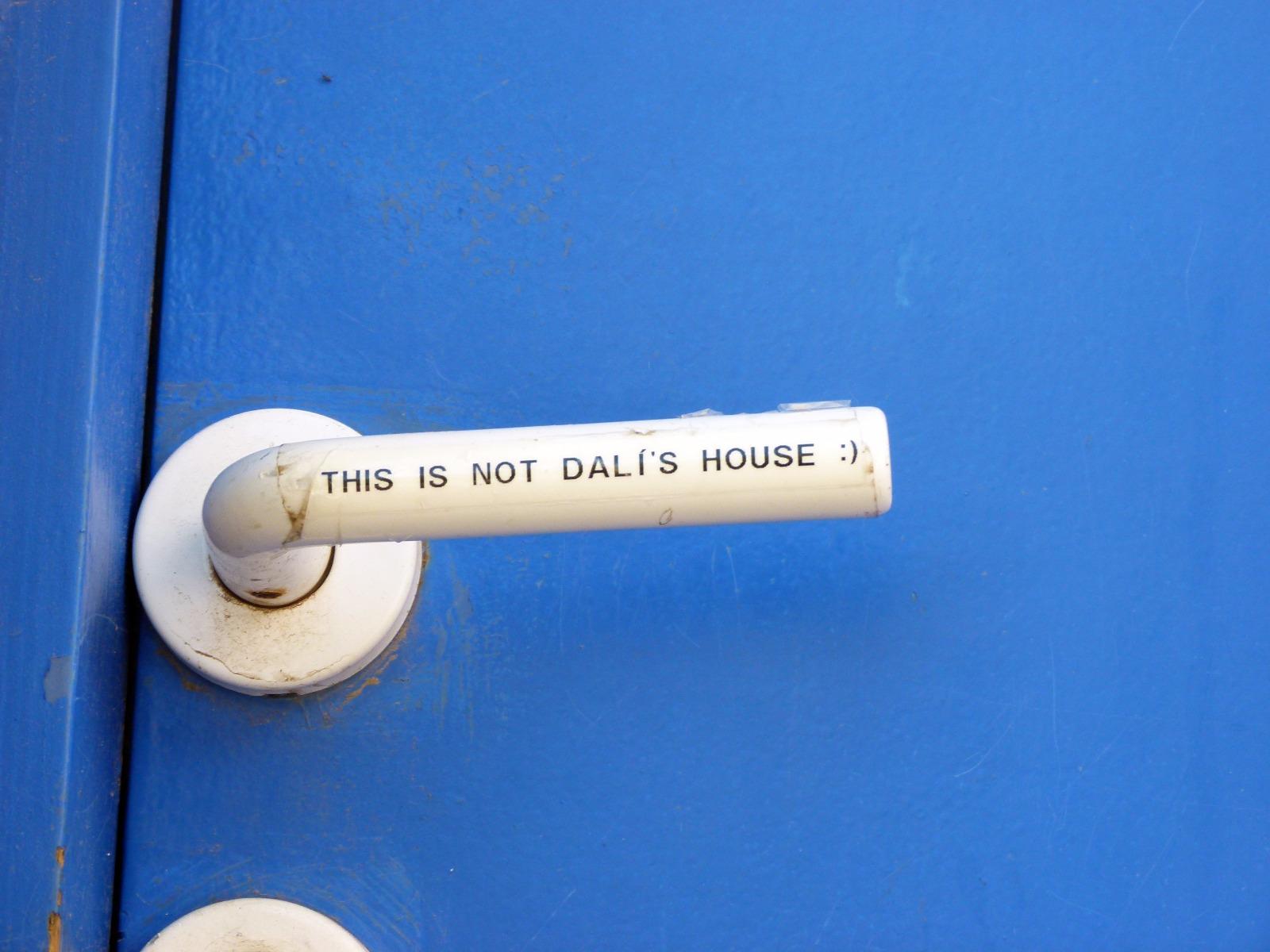 porte de maison bleue à port lligat près de cadaqués