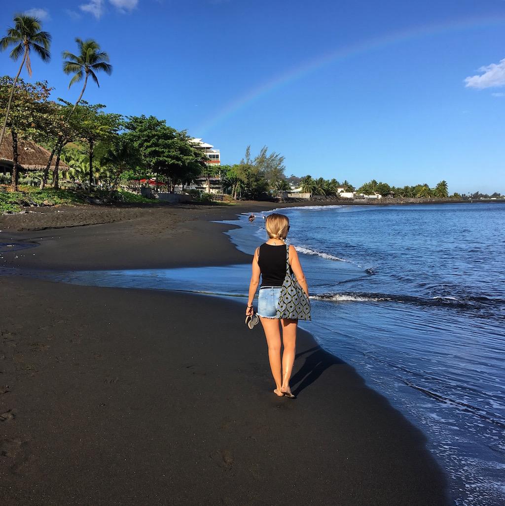 tahiti-polynesie-plage-sable-noir-ornella-les-exploratrices