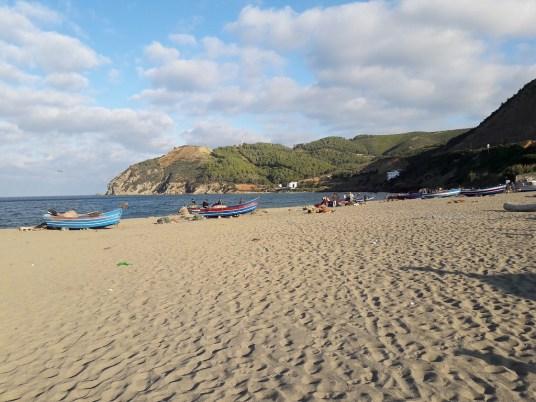 maroc-nord-tetouan-lily-les-exploratrices-plage-mediteranee