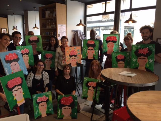 photo de groupe après séance de peinture happy paint