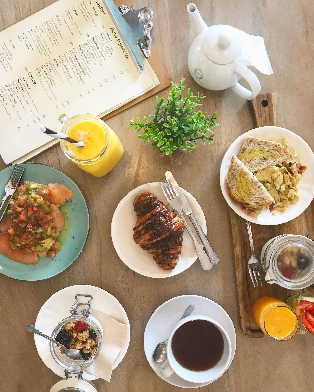 palma-mallorca-bonnes-adresses-brunch-mise-en-place-nourriture