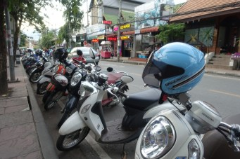 chiang-mai-rue-deux-roues