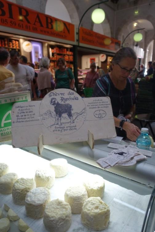 que-faire-dans-le-bearn-marche-de-nay-fromages